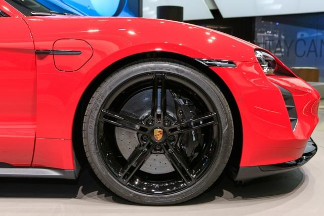 Tân binh Taycan ra mắt - Xe chạy điện nhưng không mất chất Porsche - 10