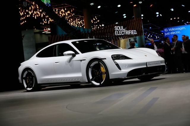 Tân binh Taycan ra mắt - Xe chạy điện nhưng không mất chất Porsche - 27