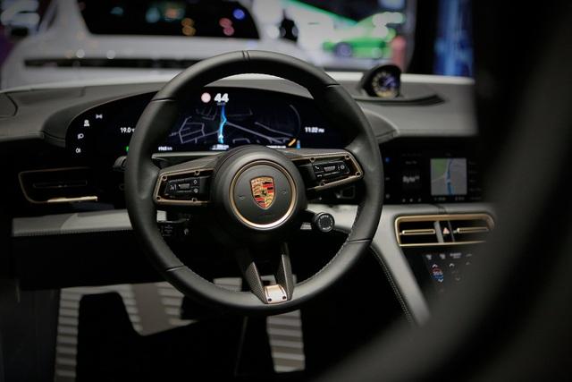 Tân binh Taycan ra mắt - Xe chạy điện nhưng không mất chất Porsche - 36
