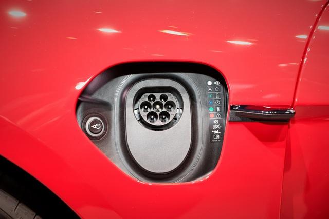 Tân binh Taycan ra mắt - Xe chạy điện nhưng không mất chất Porsche - 23
