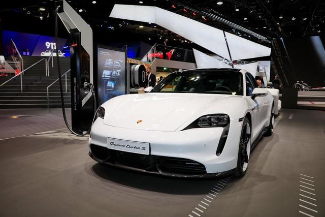 Tân binh Taycan ra mắt - Xe chạy điện nhưng không mất chất Porsche - 26