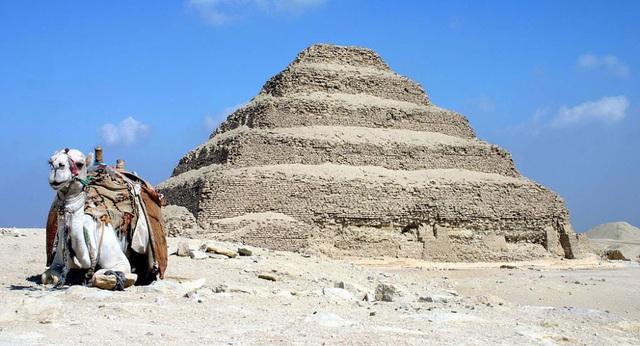 """""""Mê cung đường hầm"""" bí ẩn gần Kim tự tháp bậc thang nổi tiếng - 1"""