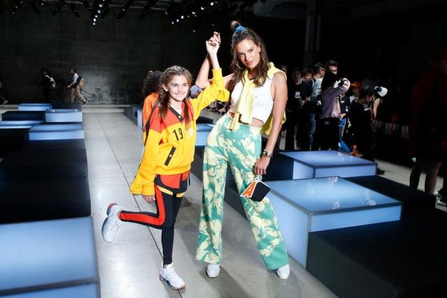 Alessandra Ambrosio đưa con gái xinh đẹp đi xem thời trang - 6