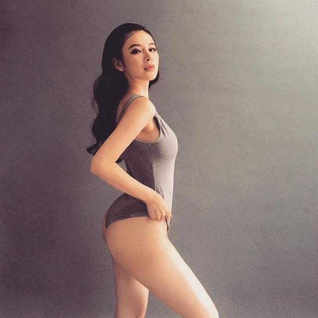 Angela Phương Trinh gây sốt với cơ bụng 6 múi sau thời gian ở ẩn - 14