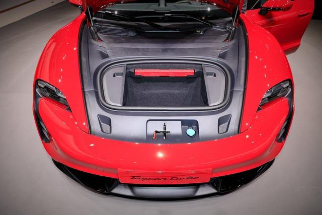 Tân binh Taycan ra mắt - Xe chạy điện nhưng không mất chất Porsche - 15