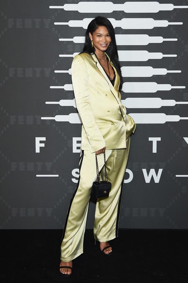 Gigi Hadid mặc quần rách khá hiểm - 13