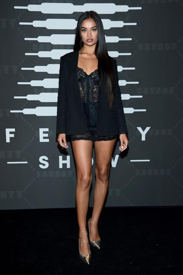 Gigi Hadid mặc quần rách khá hiểm - 12