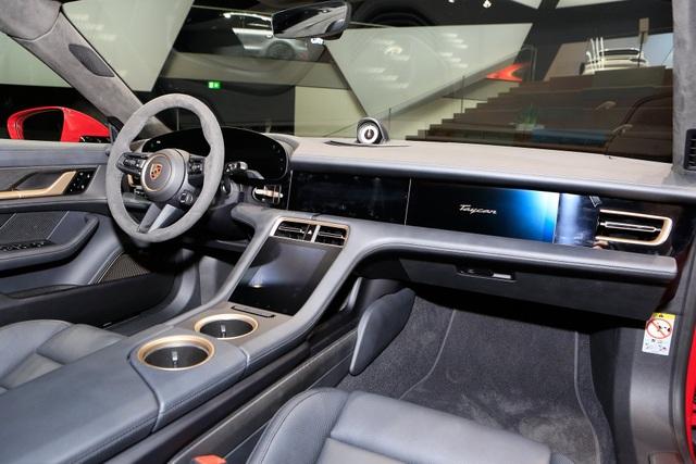 Tân binh Taycan ra mắt - Xe chạy điện nhưng không mất chất Porsche - 20