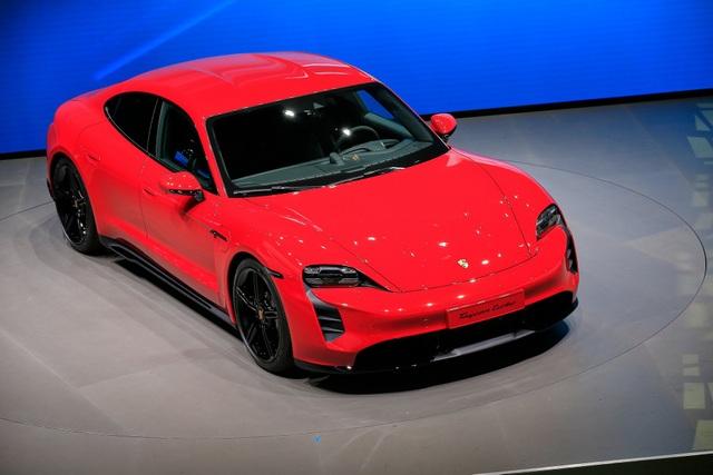 Tân binh Taycan ra mắt - Xe chạy điện nhưng không mất chất Porsche - 9