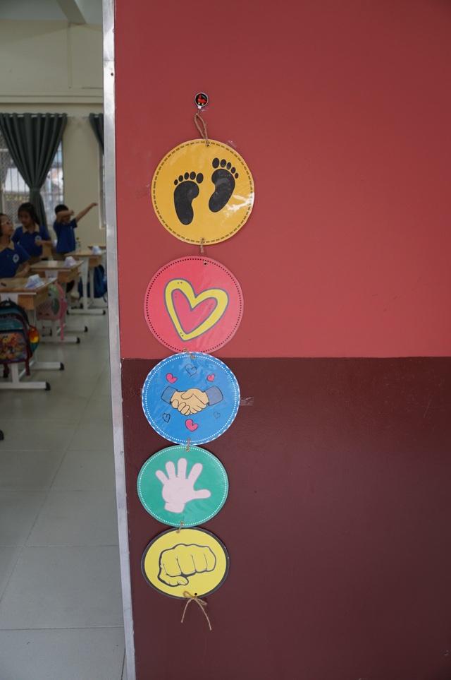Đáng yêu với màn chào hỏi mỗi sáng đến trường của cô trò tiểu học Sài Gòn - 2