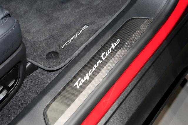 Tân binh Taycan ra mắt - Xe chạy điện nhưng không mất chất Porsche - 18