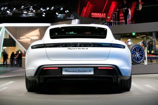 Tân binh Taycan ra mắt - Xe chạy điện nhưng không mất chất Porsche - 31