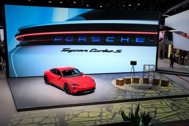 Tân binh Taycan ra mắt - Xe chạy điện nhưng không mất chất Porsche - 2