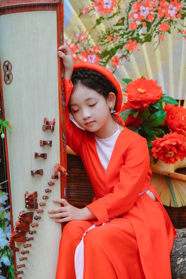 Chị Hằng Nga phiên bản nhí diện trang phục truyền thống đón Trung thu - 9