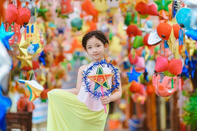Chị Hằng Nga phiên bản nhí diện trang phục truyền thống đón Trung thu - 2