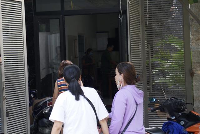Nhiều người vây nhà một phụ nữ ở Đà Nẵng đòi nợ tiền tỷ - 1