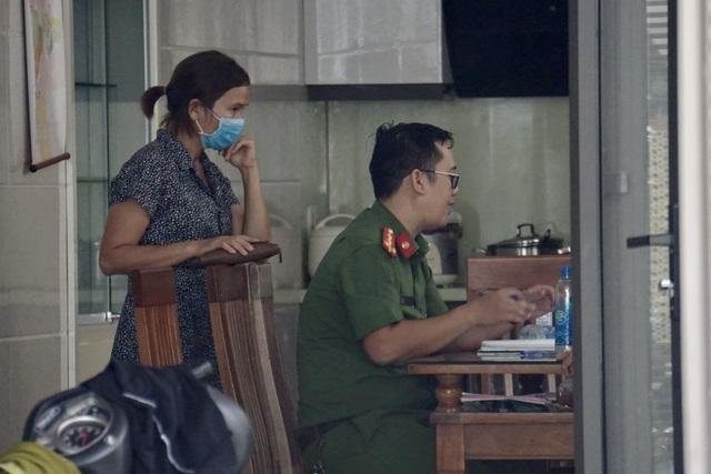 Nhiều người vây nhà một phụ nữ ở Đà Nẵng đòi nợ tiền tỷ - 2