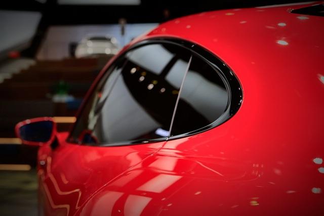 Tân binh Taycan ra mắt - Xe chạy điện nhưng không mất chất Porsche - 12