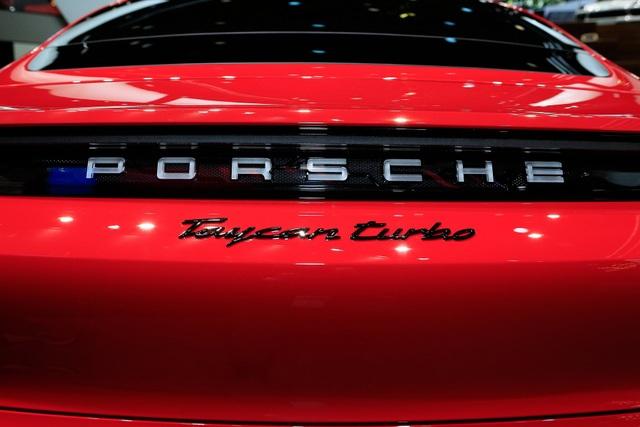 Tân binh Taycan ra mắt - Xe chạy điện nhưng không mất chất Porsche - 13