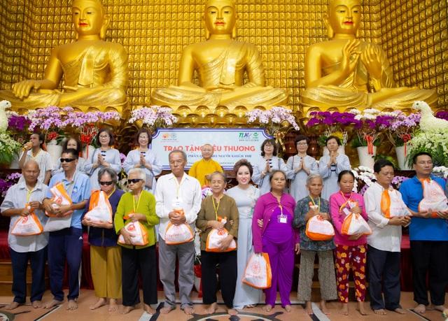 Tập đoàn TLM trao tặng 800 phần quà cho người khiếm thị - 1