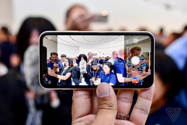 """Cận cảnh iPhone 11 - Chiếc smartphone """"cận cao cấp"""" mới ra mắt  - 5"""