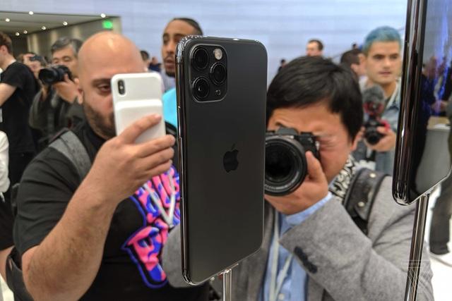 Cận cảnh bộ đôi iPhone 11 Pro và iPhone 11 Pro Max với cụm 3 camera vừa ra mắt - 3