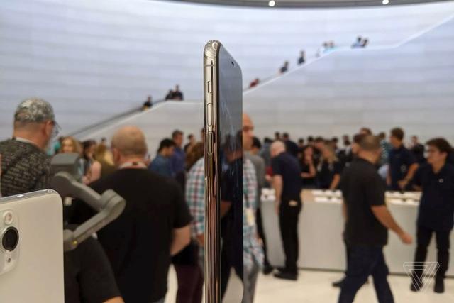 Cận cảnh bộ đôi iPhone 11 Pro và iPhone 11 Pro Max với cụm 3 camera vừa ra mắt - 6