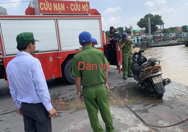 Vụ thi thể nhà báo nổi trên sông: Phát hiện xe máy của nạn nhân - 2