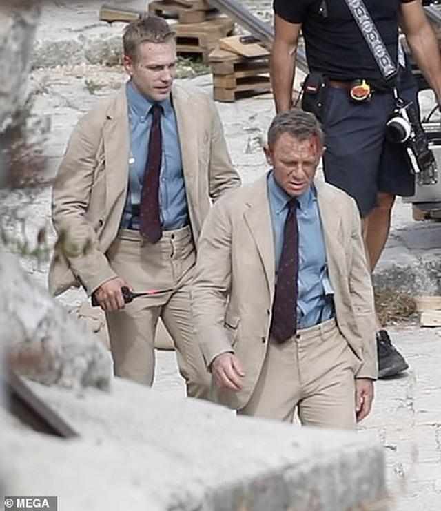 Điệp viên 007 Daniel Craig đọ vẻ điển trai bên người đóng thế - 1