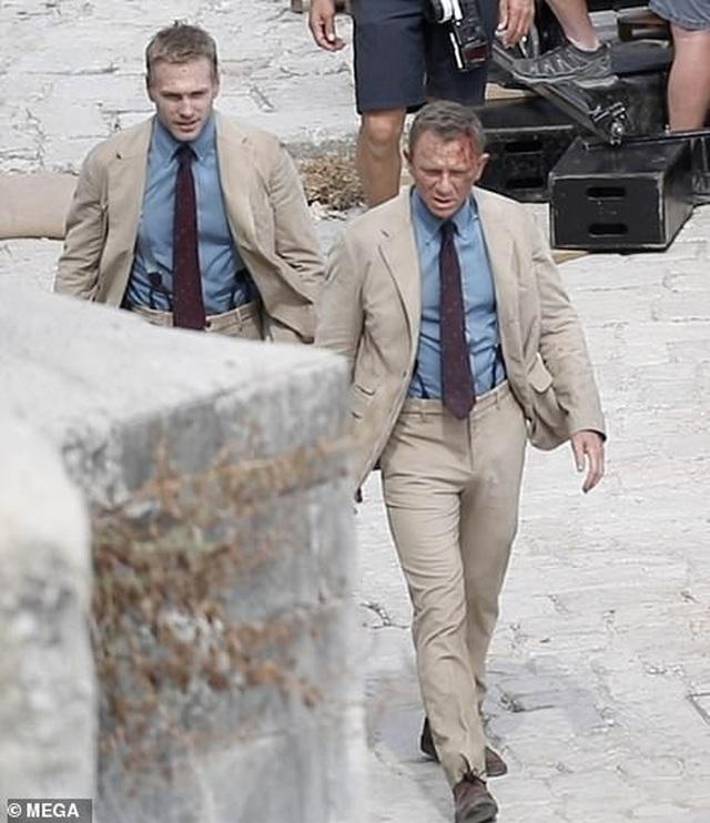 Điệp viên 007 Daniel Craig đọ vẻ điển trai bên người đóng thế - 3