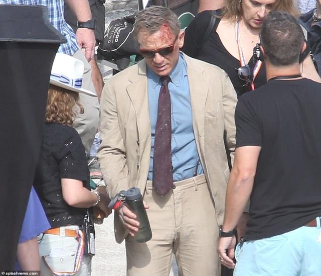 Điệp viên 007 Daniel Craig đọ vẻ điển trai bên người đóng thế - 9