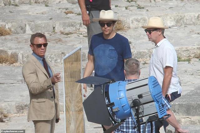 Điệp viên 007 Daniel Craig đọ vẻ điển trai bên người đóng thế - 10