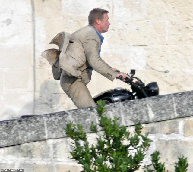 Điệp viên 007 Daniel Craig đọ vẻ điển trai bên người đóng thế - 11