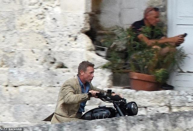 Điệp viên 007 Daniel Craig đọ vẻ điển trai bên người đóng thế - 12