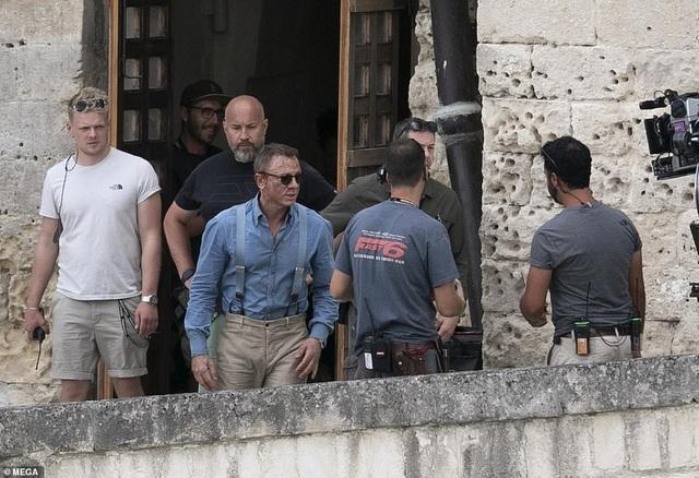 Điệp viên 007 Daniel Craig đọ vẻ điển trai bên người đóng thế - 13