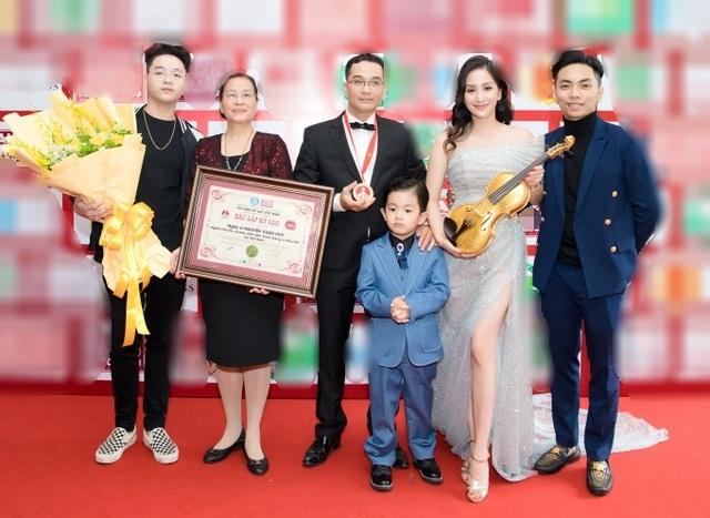 Khánh Thi tiết lộ anh trai nhận kỷ lục Việt Nam về chế tác violin bằng sứ - 3