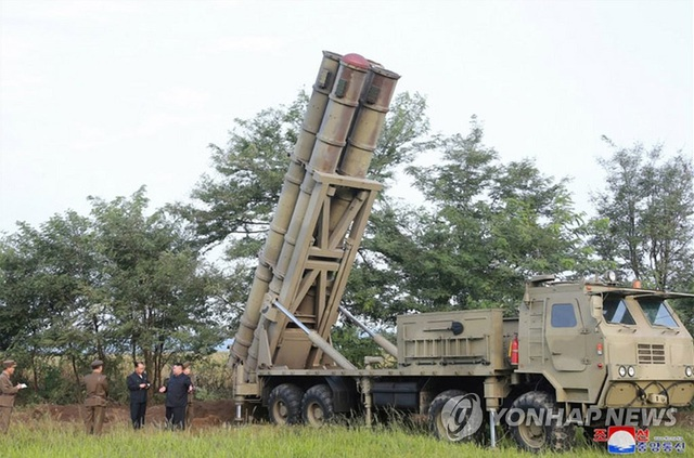 Triều Tiên tuyên bố thử hệ thống phóng đa tên lửa siêu lớn - 2