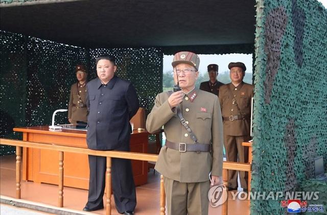 Triều Tiên tuyên bố thử hệ thống phóng đa tên lửa siêu lớn - 1