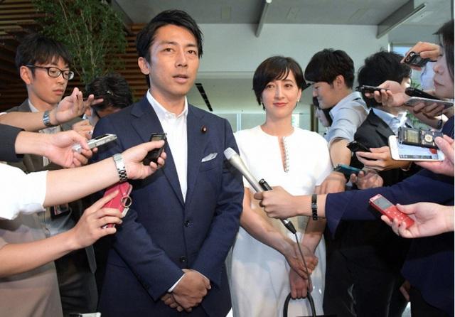 """Tân Bộ trưởng 38 tuổi """"chiếm sóng"""" truyền thông Nhật Bản - 3"""
