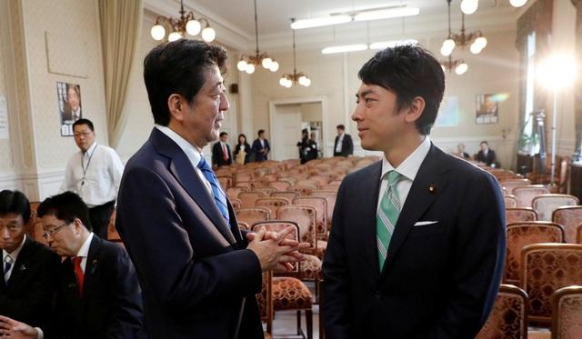 """Tân Bộ trưởng 38 tuổi """"chiếm sóng"""" truyền thông Nhật Bản - 2"""