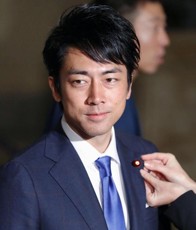 """Tân Bộ trưởng 38 tuổi """"chiếm sóng"""" truyền thông Nhật Bản - 1"""