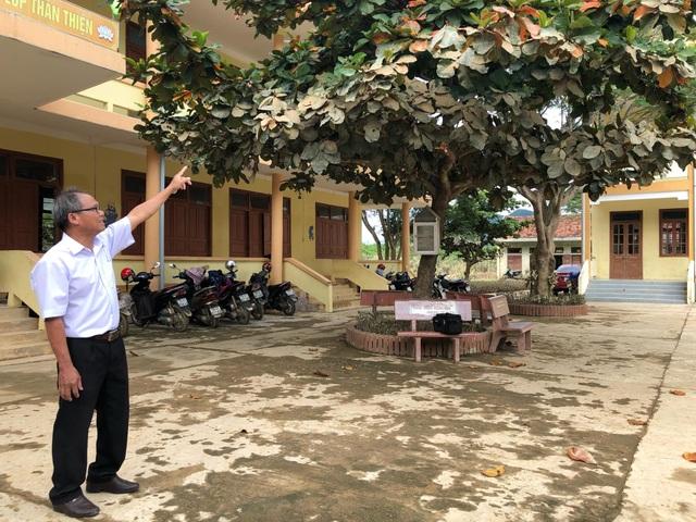 Bộ trưởng Phùng Xuân Nhạ dự khai giảng muộn cùng học sinh vùng rốn lũ - 5