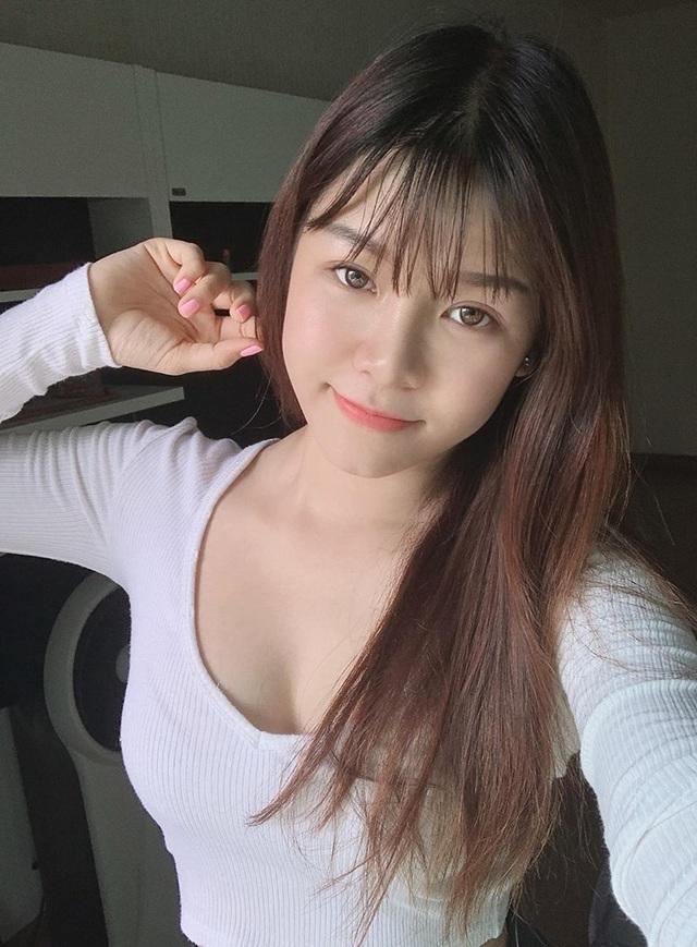 Bạn gái thủ môn Lâm Tây khoe ảnh bikini, chứng minh dáng chuẩn đồng hồ cát - 2
