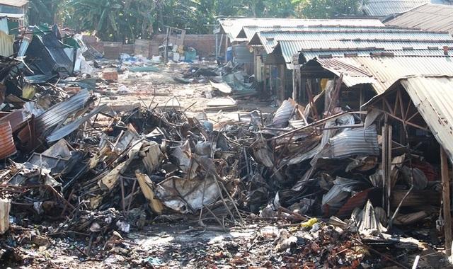 Vài chục tỷ đồng ra tro sau đám cháy lớn ở chợ Mộc Bài - 2
