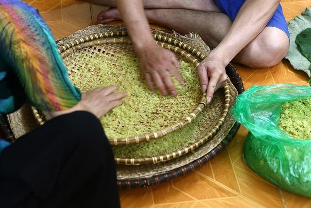 Tận mắt xem quy trình làm cốm ở làng nghề nổi tiếng nhất Hà Nội - 6