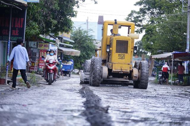 Phó chủ tịch UBND TPHCM chỉ đạo sửa chữa gấp con đường đau khổ - 7