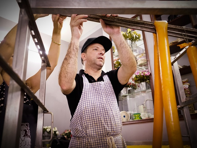 Cận cảnh lò xúc xích Đức truyền thống cổ hiếm hoi tại Sài Gòn - 11