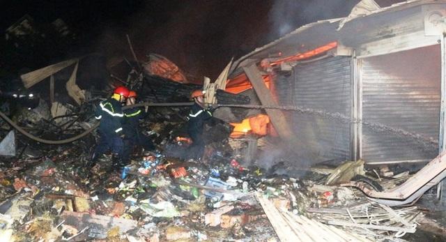 Vài chục tỷ đồng ra tro sau đám cháy lớn ở chợ Mộc Bài - 4