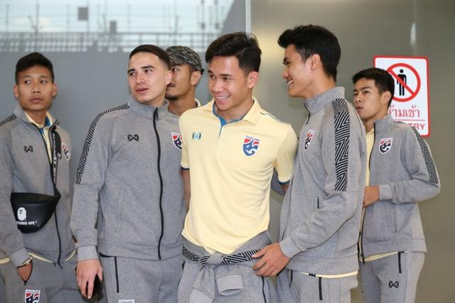 Đội tuyển Thái Lan được chào đón như người hùng ngày trở về - 2