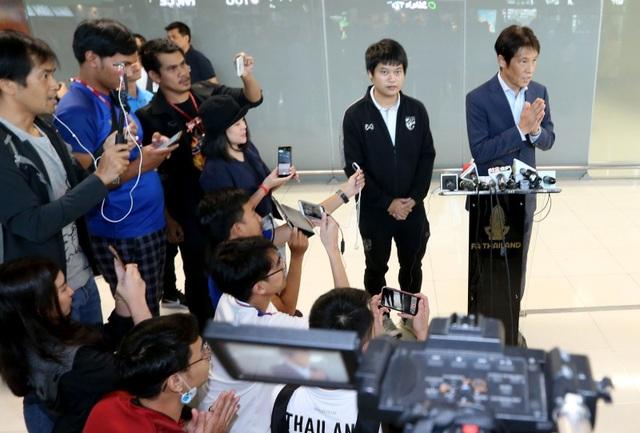 Đội tuyển Thái Lan được chào đón như người hùng ngày trở về - 4